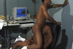 Hot sooty stud sucks his partner'_s horseshit yon an office