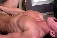 Sixpack stud wanks cum while drilled by bus