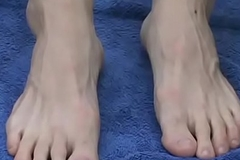 Tow-haired jock Jason sukcing his own hot feet outdoors