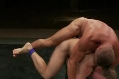 Ripped wrestle hunk bangs his hostile